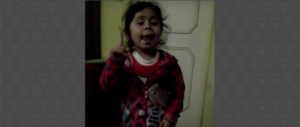 VIDEO: El regaño de una niña a su padre enfermo que fuma, toma y no come
