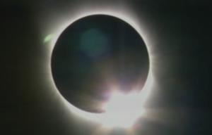 VIDEO: Cómo ver el eclipse solar de manera segura con niños