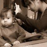 Consejos para calmar al bebé en su primer visita al peluquero