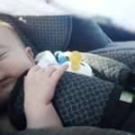 Por esto tu bebé duerme más cómodo en el auto que en su cuna
