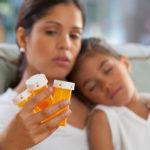La poderosa razón por la que no deberías 'automedicar' a un niño