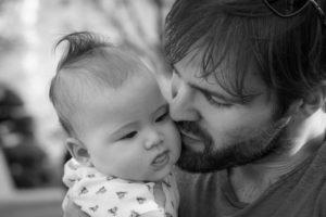 """Revelan mortalidad """"sorprendentemente alta"""" entre padres solteros"""