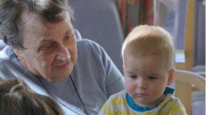 El lugar donde los niños ayudan a los ancianos a vivir más