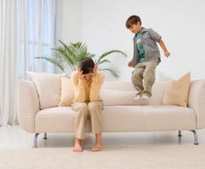 Gritarles a los niños es casi tan malo como pegarles, asegura estudio