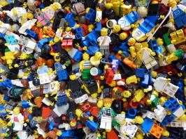 VIDEO: Padre saca un Lego de la nariz de su hijo sin parar de reír