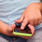 Niño bloquea el iPhone de su madre por los próximos 47 años