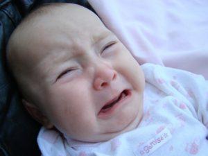 Por qué el bebé que llora debe ser siempre atendido, estudio
