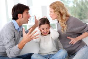 Discutir frente a tus hijos podría afectarlos más de lo que creías