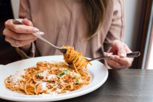 Lo que comes podría afectar la llegada de tu menopausia