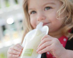 Dar demasiadas papillas al bebé está afectando sus dientes, pediatras