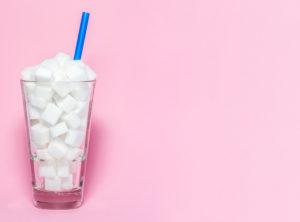 Ley prohibiría que restaurantes sirvan bebidas azucaradas a niños