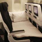Nuevos asientos de avión donde padres e hijos podrán recostarse juntos