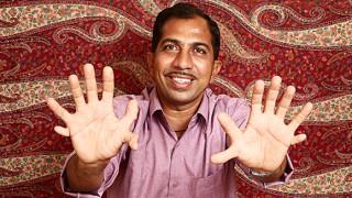 hombre con muchos dedos 2