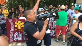 fotos-y-video-marchan-contra-ice-en-convencin-demcrata